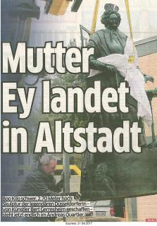 Mutter Ey landet in Altstadt